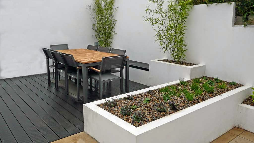 Narrow house garden design with a minimalist style for Minimalist narrow house