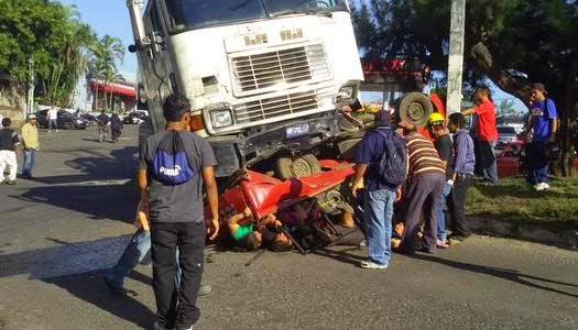 Mueren 16 evangélicos en trágico accidente