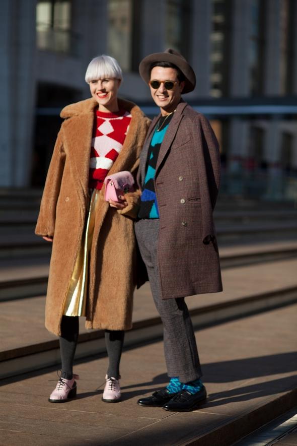 friends style long winter coats mens hat blue socks pink docmartins womens bowl cut new york winter street style the stylepreneur