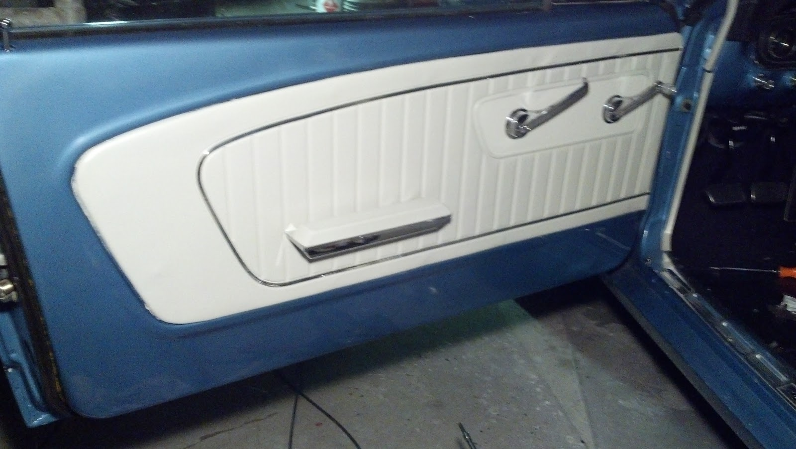 I need a picture of the inside door panel please for 05 mustang door panel removal