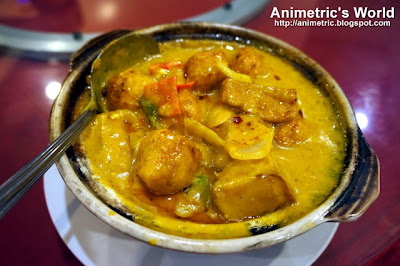 Fish Ball with Curry Sauce in Pot at Lucky Rainbow Seafood Restaurant