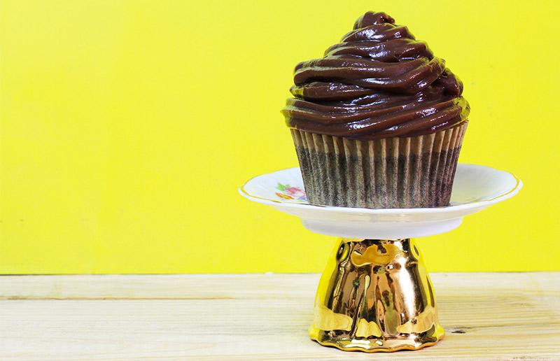 Bolo de chocolate fácil, rápido, sem batedeira, e que não tem como dar errado