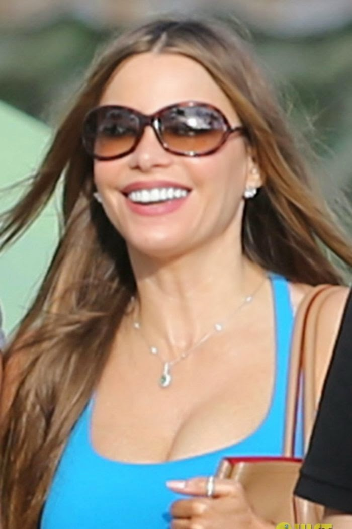 Leave it to the fabulous and wonderfully normal, Sofia Vergara showed us something sweet during her vacation with boyfriend, Joe Manganiello at Maui, Hawaii, USA on Sunday, December 21, 2014.