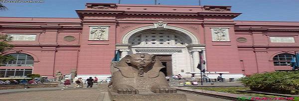 تحوي متاحف مصرالعديد من الآثار من جميع العصور بدءاً من الدولة القديمة وحتى العصر الحديث، وتصور حضارة مصر وثقافتها وفنونها وصناعاتها خلال هذه العصور،تشهد على عظمة الفنان و الإنسان المصري .