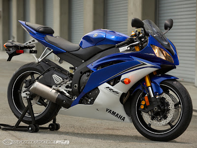 blue Yamaha-YZF-R6 sporty bike