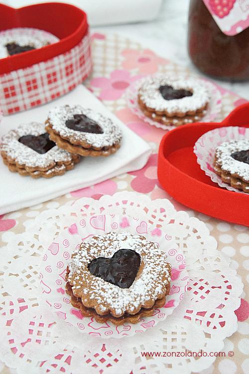 Biscotti frollini al cacao con confettura di lamponi - raspberry jam filled shortbread cookies recipe homemade