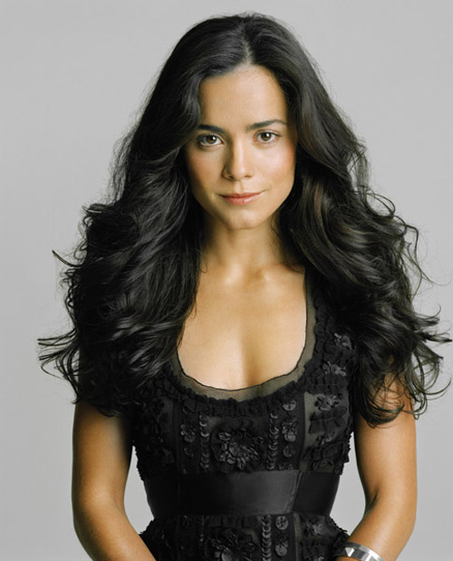 Alice Braga Hairstyle 8