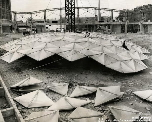 Paris 15ème - Palais des Sports - Porte de Versailles  Architecte: Pierre Dufau (sur un procédé inventé par Richard Buckminster Fuller)  Architecte assistant: Victor Parjadis de Larivière  Construction: 1959 - 1960