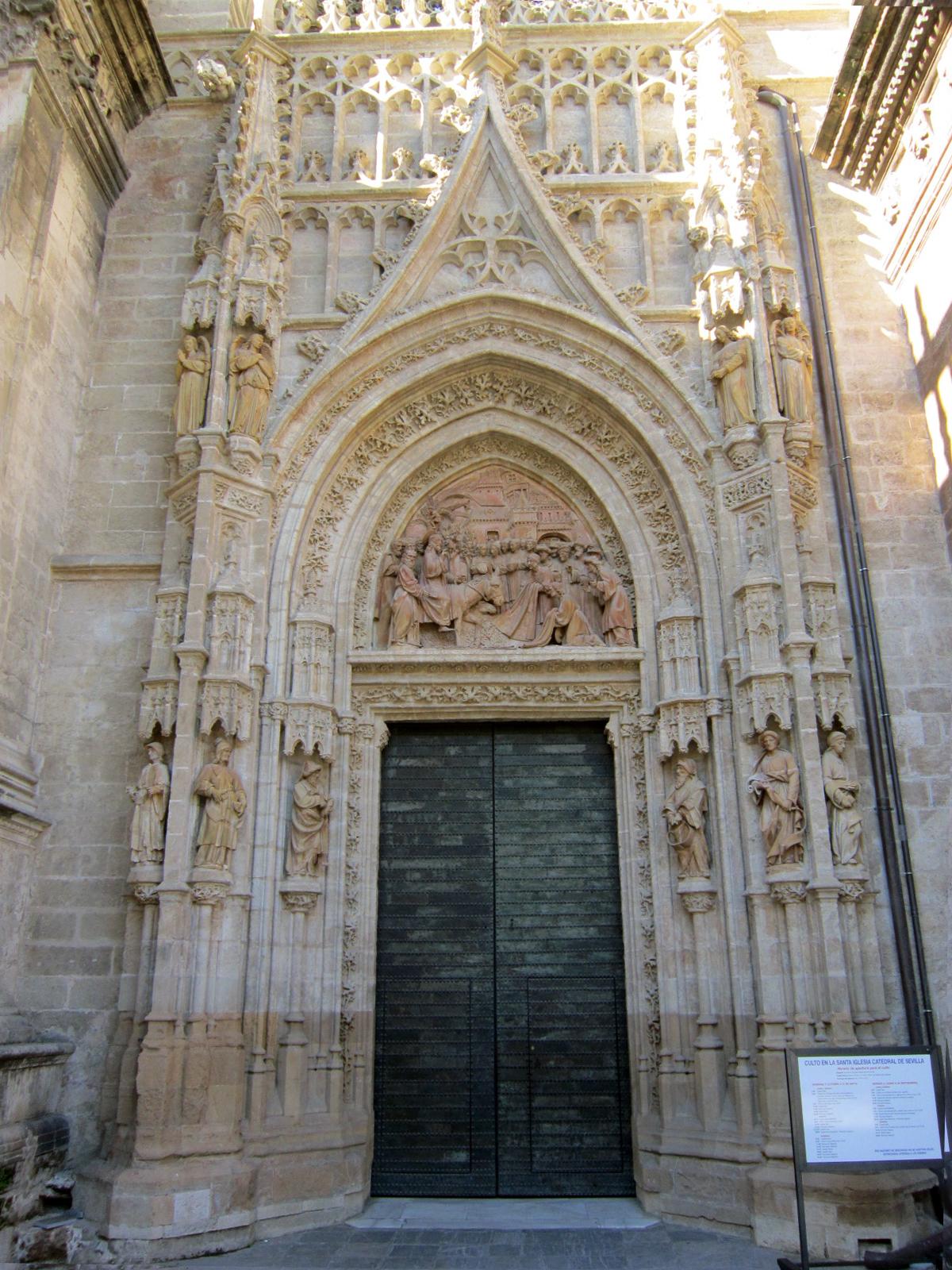 Sevilla vida y leyenda la puerta de campanillas de la - Puertas uniarte sevilla ...