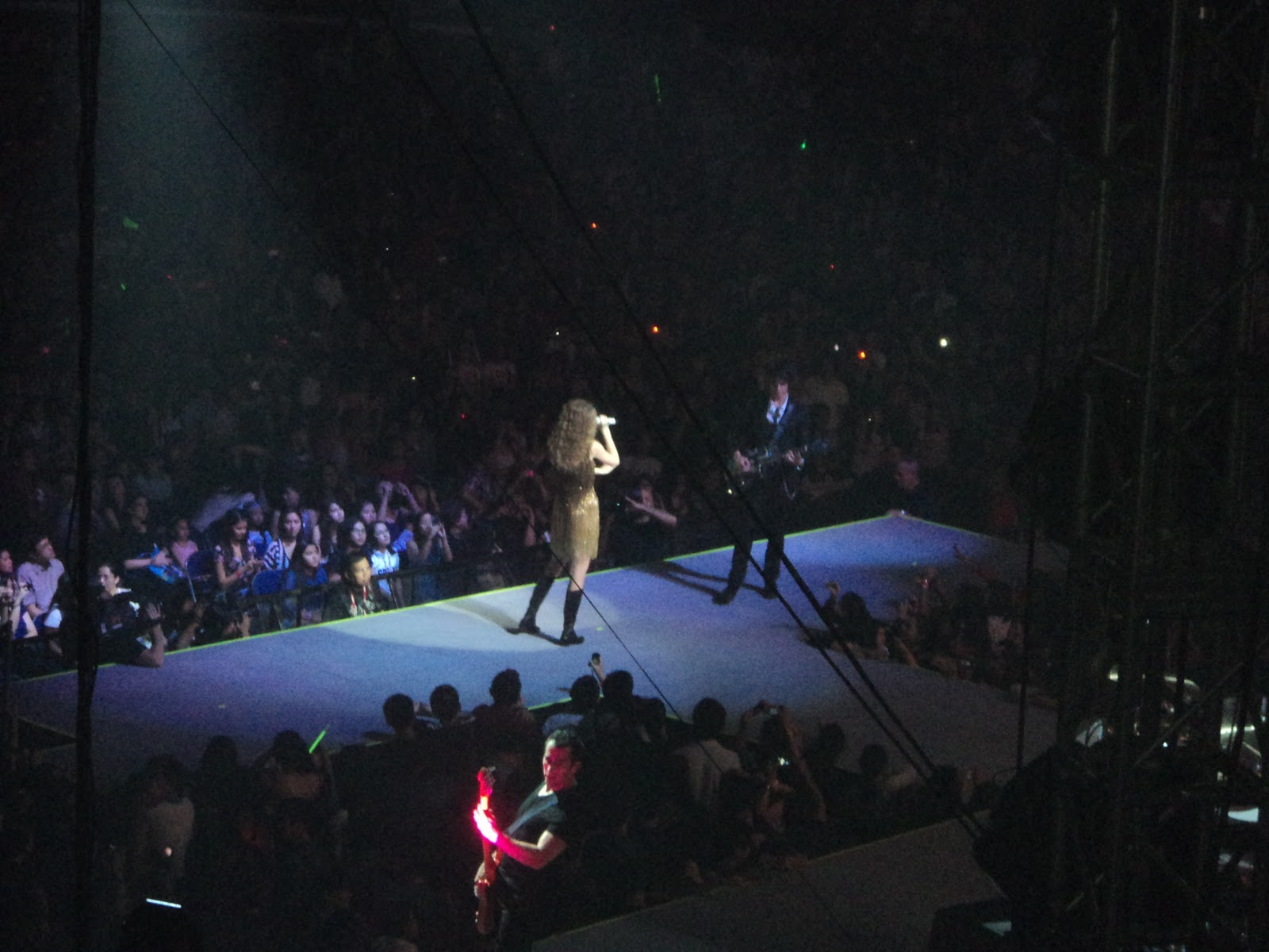 http://1.bp.blogspot.com/-BLWVJjlTaAc/TWAoaIwBDSI/AAAAAAAABjU/ykF3eccn8KM/s1600/Taylor+Swift+Concert+Feb+19+2011+034.JPG