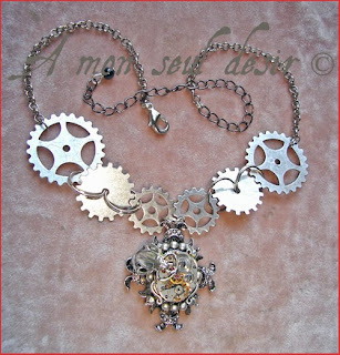 collier steampunk mouvement de montre mécanique mécanisme rouages scarabée insecte watchwork watchclock gears insect scarab steampunk necklace