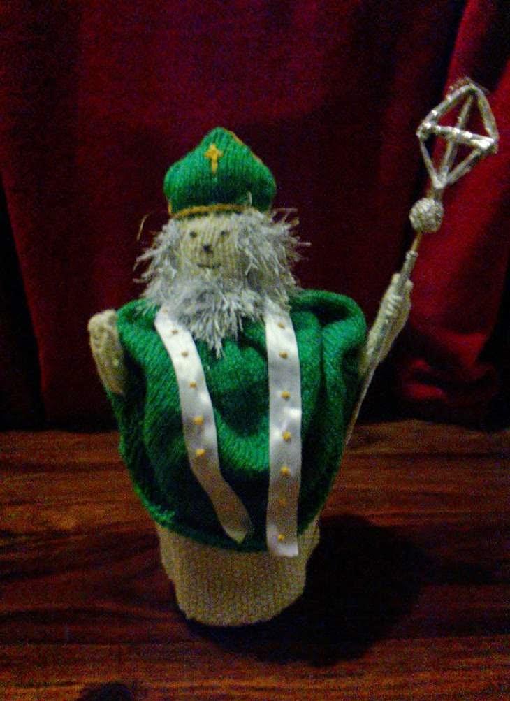 St Patrick, knitting, st patty, knitted toys, ireland, DK Yarn