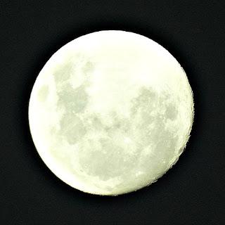 Lua vista da redução de San Cosme y Damián.