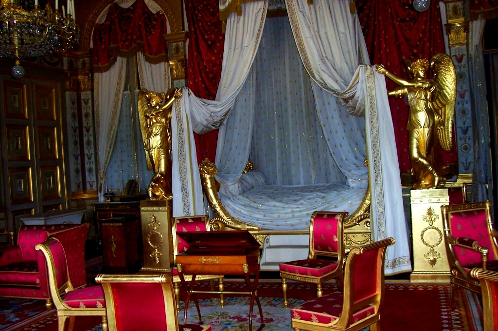 Loveisspeed the castle of compi gne is a french for Salle de bain louis xv versailles