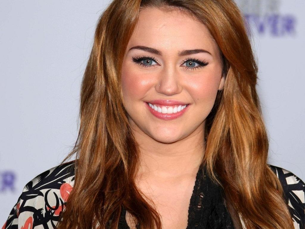 http://1.bp.blogspot.com/-BM4S4oUKFWE/URfHg28tbDI/AAAAAAAABwQ/EHamrG2oWx8/s1600/Miley+Cyrus+Wallpaper+(16).jpg