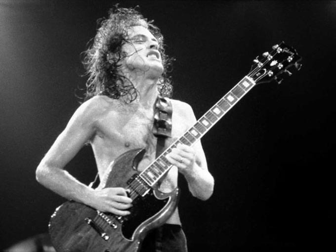 Angus Young e sua Gibson SG