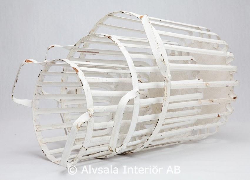 http://www.alvsalen.se/blomkorgar-i-vit-metall