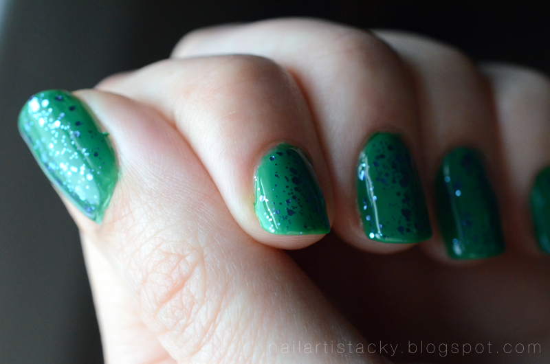 Essie Stroke of Brilliance - Essie Pretty Edgy