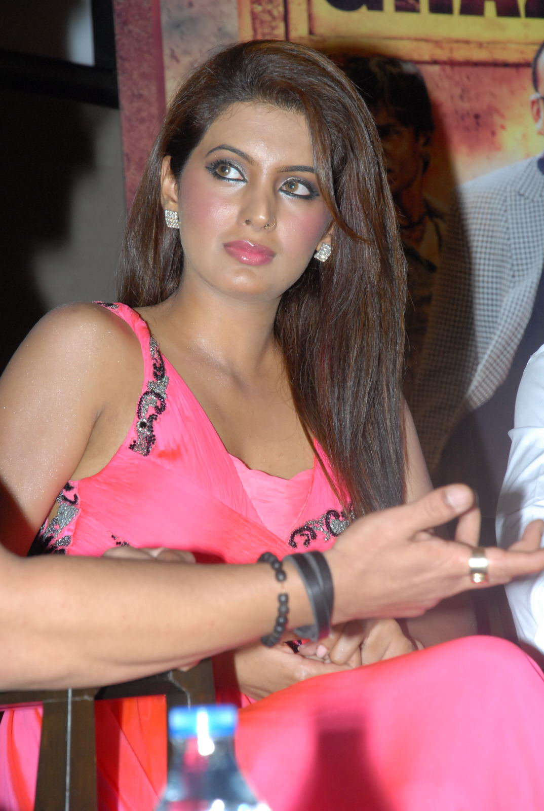 Geeta basra hot in pink