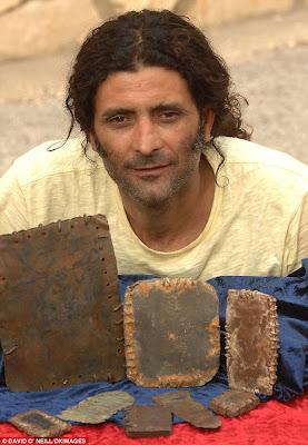 Foto Yesus Tiga