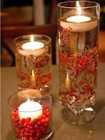 Романтична декорация с плаващи свещи с плодчета