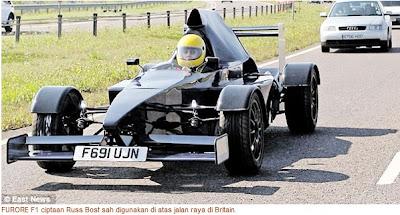 Kereta Seperti F1 Bergerak Di Jalan Raya