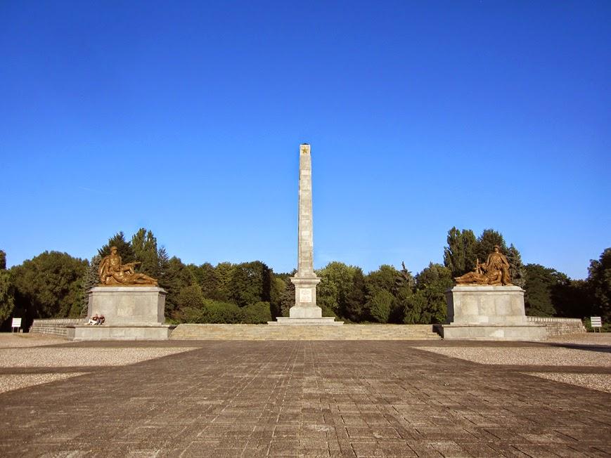 http://1.bp.blogspot.com/-BMw-LF0R6OQ/U3fR_8sGvVI/AAAAAAAAA3g/lnwG8envjOw/s1600/park_mauzoleum_zolnierzy_radzieckich_01.jpg