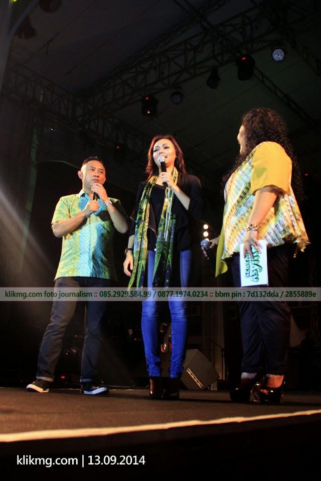 Ada RINA NOSE di GEBYAR ASYIK Sampoerna 2014 | Foto oleh : klikmg Fotografer Jakarta
