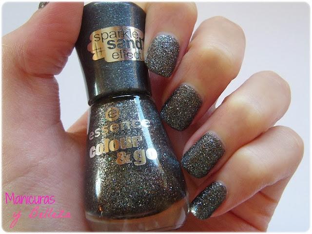 manicura nail art musical con efecto arena de Essence negro