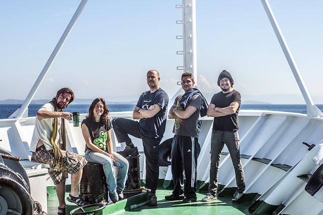 Observador, científicos y dibujante a bordo del buque oceanográfico Vizconde de Eza