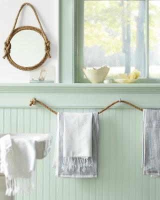 Toallero y espejo reciclado con cuerdas