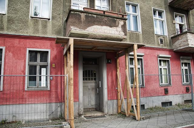 Baustelle Balkone Zementputz löst sich, Caligariplatz, Heinersdorfer Straße, 13086 Berlin, 07.04.2014