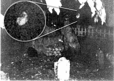 Real Ghost Photo: Halloween Ghoul