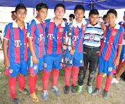 Escuela Cruz Azul Campeón en Cuadrangular en Benito Juárez cruzazulinos con la copa en la benito juã¡rez