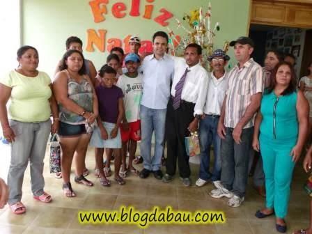 cad794972f4 O prefeito Dr. Gil Carlos e a secretária de saúde Ivana participaram da  confraternização