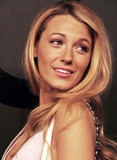 blake lively long blonde romantic wavy hairstyle Blake Lively Romantic Wavy Hairstyles