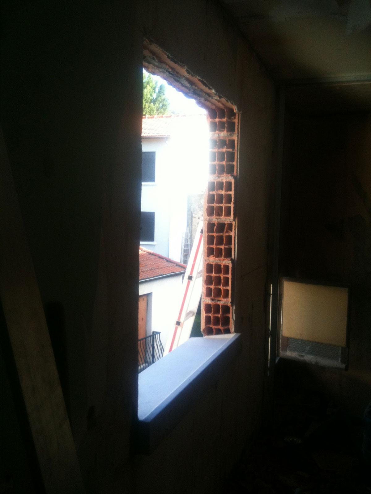 R novation de ma maison ajouter une fen tre for Poseur de fenetre
