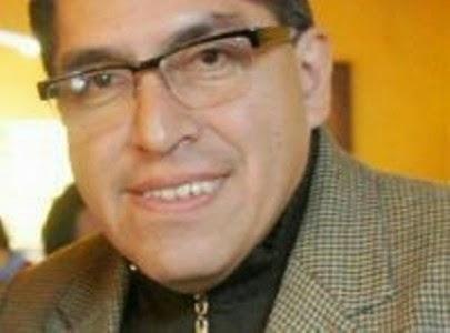 Entre Columnas  También pobreza democrática.  Martín Quitano Martínez.
