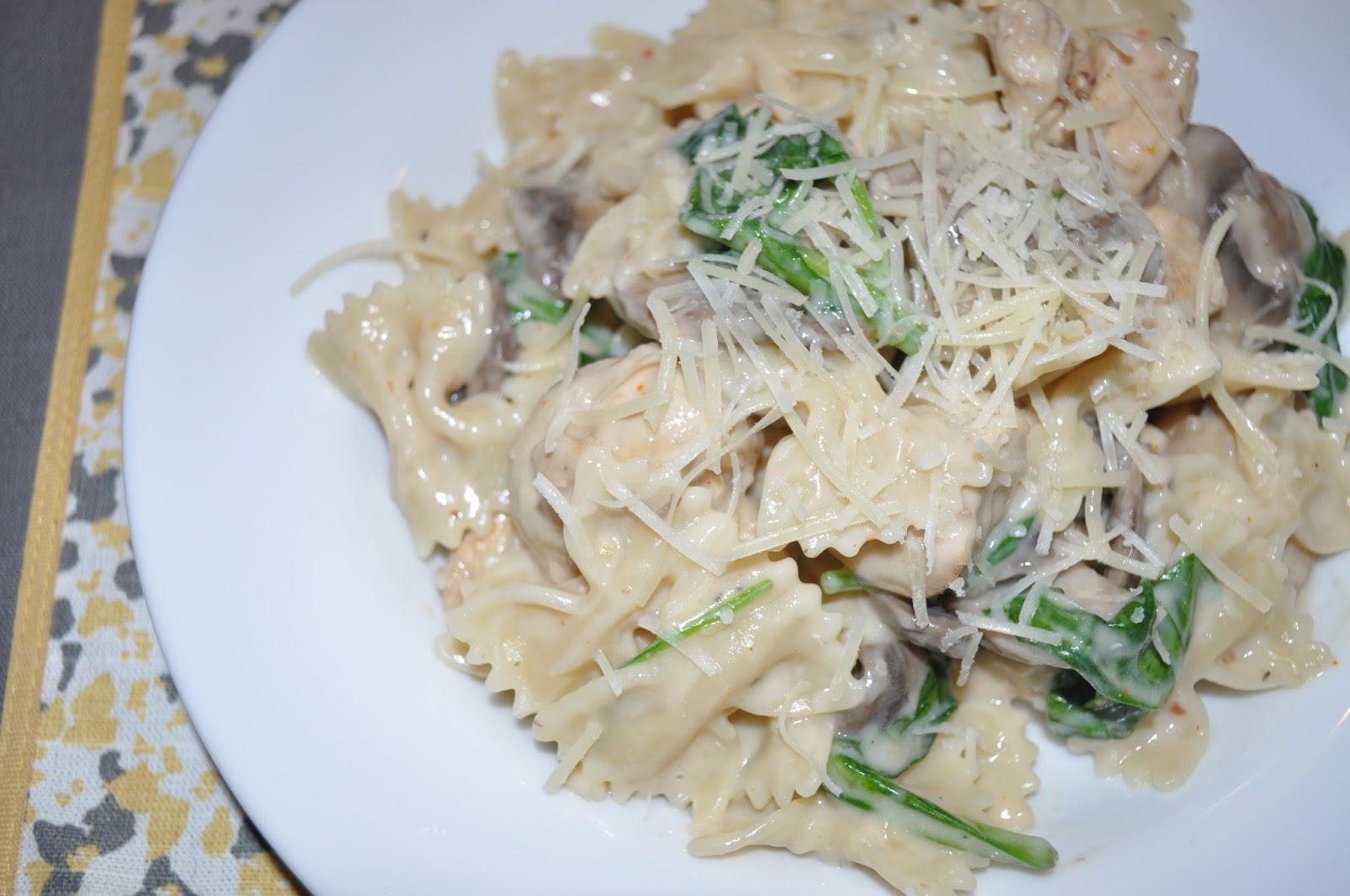 Carri Us Home: Skinny Bow Tie Chicken Mushroom Spinach Alfredo