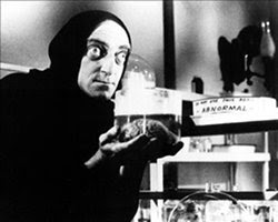 Marty Feldman steals brain in 'Young Frankenstein'