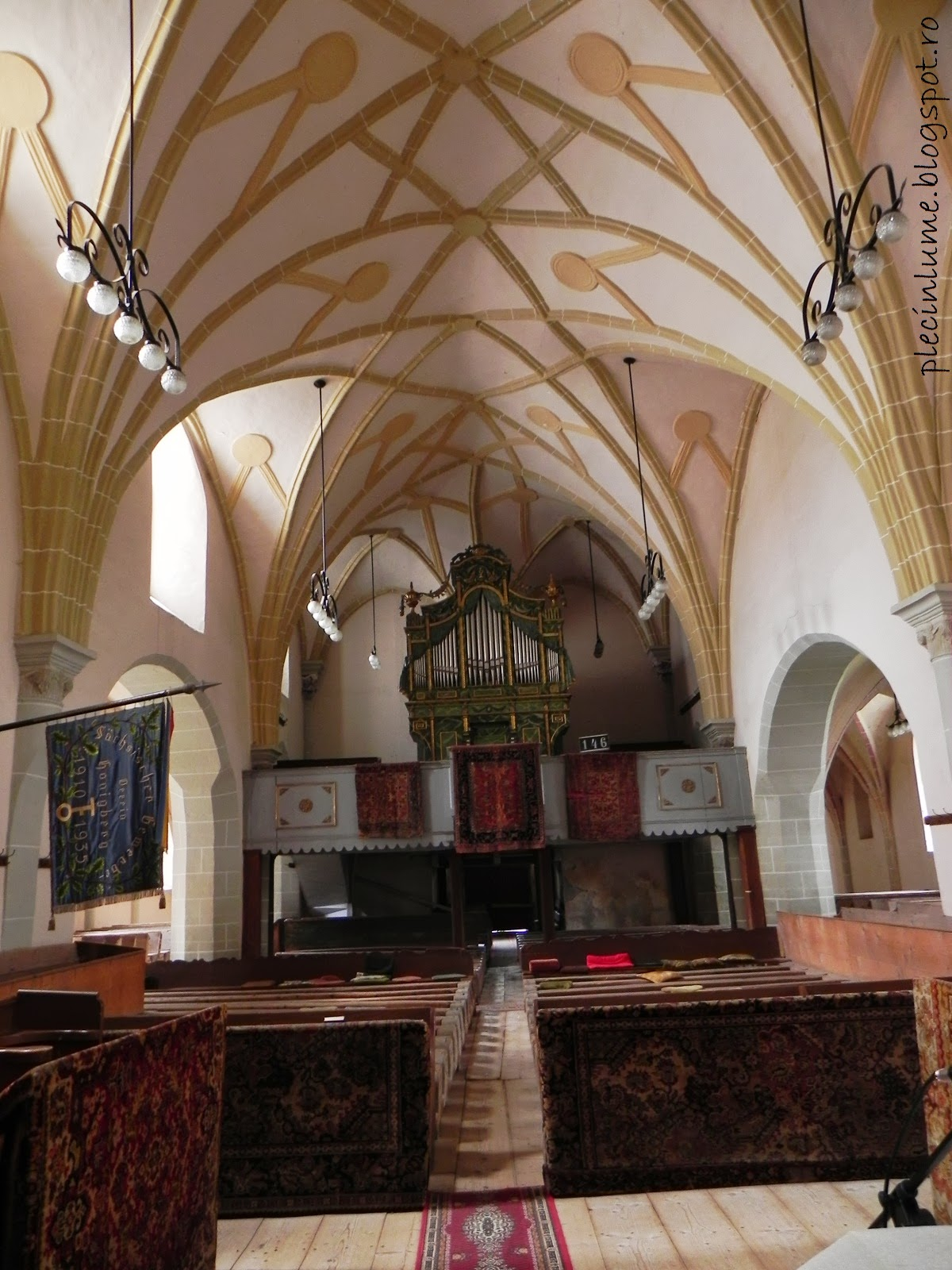 Interiorul bisericii din Harman