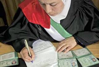 Foto Hakim Perempuan Dipecat Karena Selingkuh Dengan Polisi