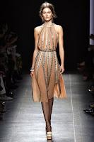 Официална рокля по врата с изрязани рамене на Bottega Veneta
