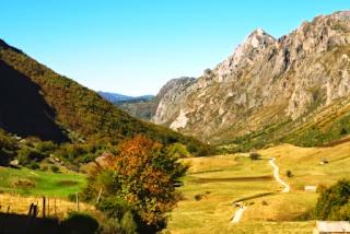 Vista del descenso hacia el valle