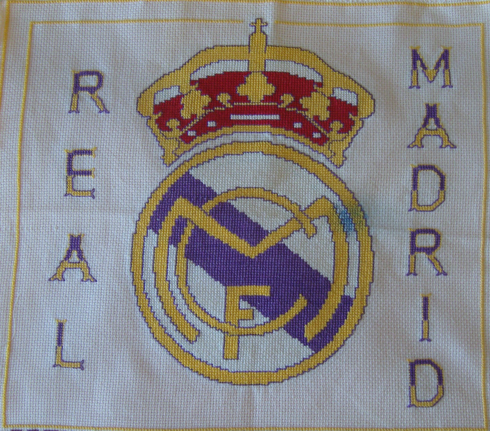 real madrid comment on this picture puntodecruzyganchillo escudo real ...