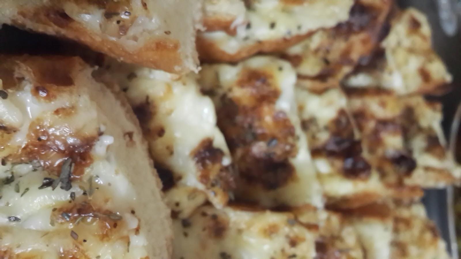الخبز المثوم بالجبن و الميونيز