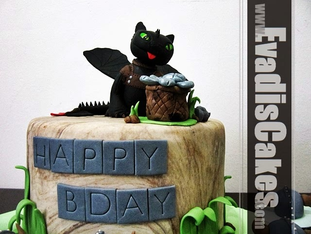 Side view picture of Toothless dragon cake