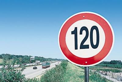 120 km h A partir del 01.de Julio la velocidad máxima de 120 km/h. en autopistas y autovías estará de vuelta