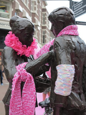 Pink Saturday, knitting, statues, Haarlem, Haafner