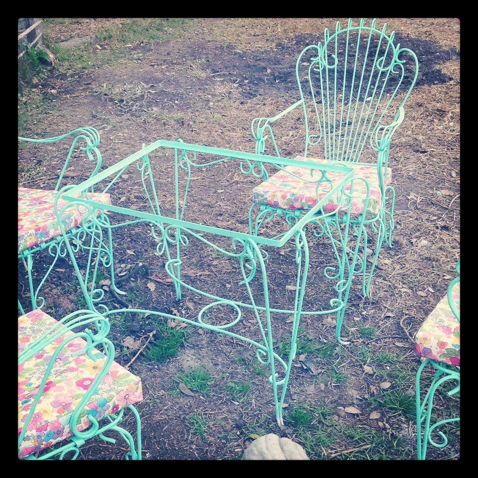 Benditosmuebles antiguo juego de jardin de hierro forjado reciclado for Juegos de jardin vintage